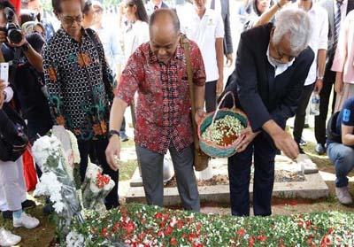 Xanana saat berziarah ke makam Habibie di Taman Makam Pahlawan Nasional Utama (TMPNU) Kalibata