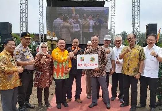 PT Ramajaya Pramukti menggelar penanaman kembali (replanting) perdana program peremajaan kebun kelapa sawit.