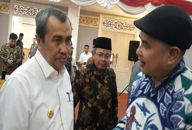 Gubernur Riau Syamsuar bersama Ketua PWI Riau Zulmansyah Sekedang.