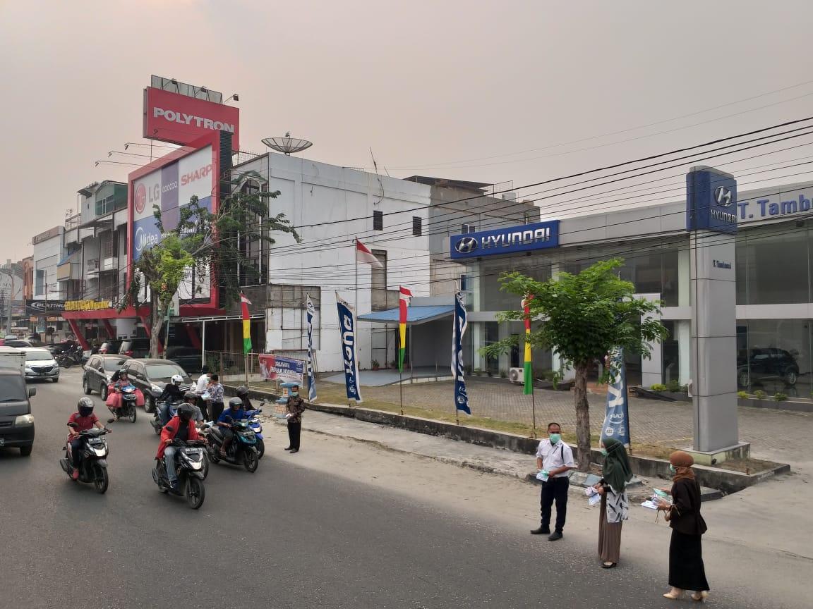 Dealer Hyundai Cabang Pekanbaru bagi-bagikan masker