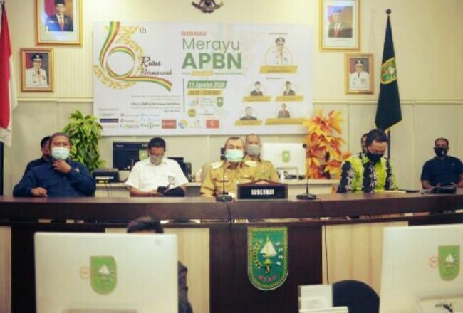 Gubernur Riau Syamsuar saat hadir di Webinar yang ditaja AMSI Riau.