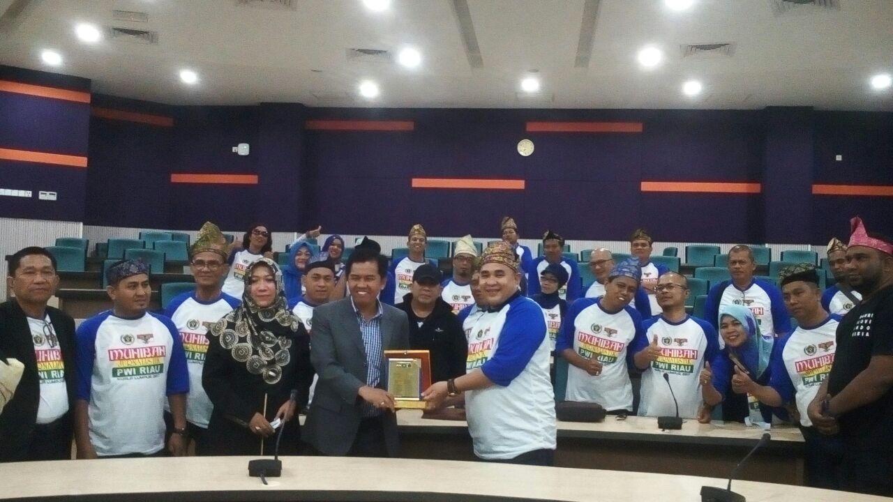 Rombongan Muhibah Jurnalistik PWI Riau saat berkunjung ke International Institute For Halal Research & Training Kuala Lumpur