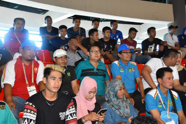 Terlihat Ketua DPRD Bengkalis (baju hijau) didampingi Ketua Koni Bengkalis hadir memberikan dukungan untuk atlet Bengkalis.