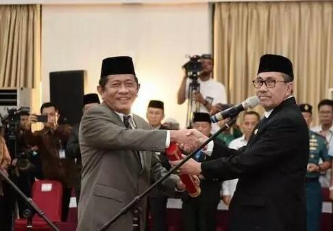 Gubernur Riau Syamsuar dan Sekdaprov Yan Prana Jaya.