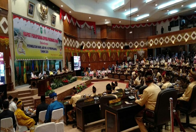 Sidang paripurna HUT ke-63 Riau di Gedung DPRD Riau.