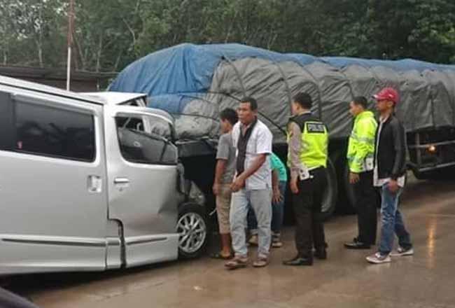 Petugas Satlantas Polres Rohul di lokasi kejadian kecelakaan.