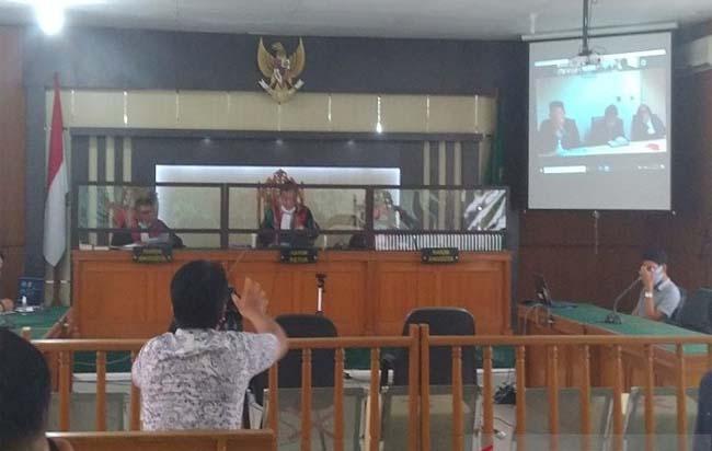Sidang putusan Suheri Terta, legal manajer Duta Palma Group yang menjadi terdakwa penyuapan eks Gubernur Riau Annas Maamun di Pengadilan Tipikor Pekanbaru, Rabu (9/9/2020). FOTO: Antara