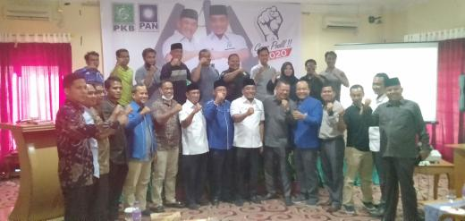 "Paslon Bupati- Wakil Bupati Hafith Syukri dan Erizal, foto bersama usai bentuk tim koalisi partai dan tim kampanye ""Rakyat Bersatu""."