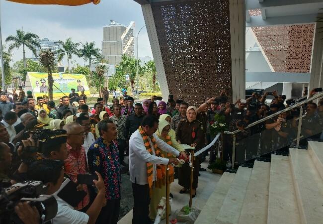 Jaksa Agung HM Prasetyo meresmikan gedung baru Kejati Riau.