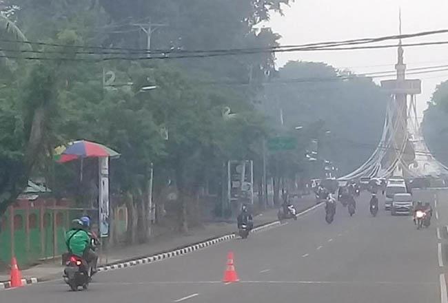 Kabut asap selimuti Kota Jambi, Selasa (8/10/2019). FOTO: detikcom