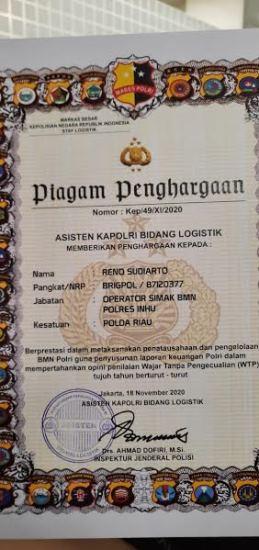 Piagam penghargaan yang diterima perosonel Polres Inhu Brigadir Reno Sudiato Asisten Kapolri Bidang Logistik, Irjen Pol Ahmad Dofiri.