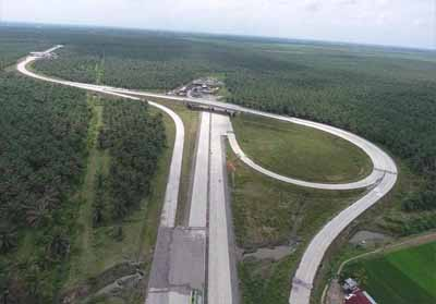 Proyek Jalan Tol Pekanbaru-Dumai paling lambat ditargetkan November sudah tuntas dikerjakan