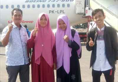 Sekretaris LPTQ Rohil, Zakifri SHi saat mengantar peserta menuju Kampung Inggris, Propinsi Jawa Timur.
