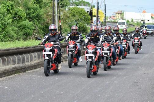 Suzuki GSX150 Bandit touring di Bali