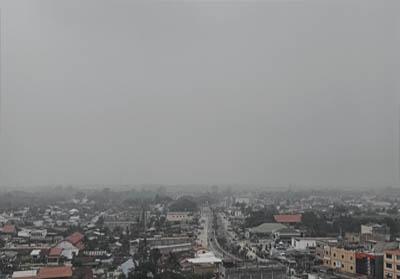 Langit Dumai pagi ini masih di selimuti kabut asap Karhutla