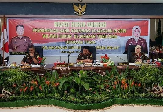 Kejati Riau menggelar Rapat Kerja Daerah membahas tentang penanganan kasus tindak korupsi.
