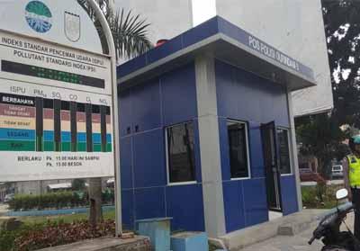 Pantauan papan ISPU yang berada dipersimpangan Tuanku Tambusai perempatan Mal SKA menunjukkan kualitas udara di Pekanbaru berada di level sedang.
