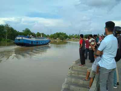KM Jelatik di Sungai Duku.