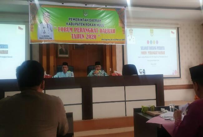 Asisten II Bidang Ekonomi Pembangunan Setda Rohul HM Ruslan mewakili Bupati Rohul H Sukiman, menutup kegiatan FPD tahun 2020.
