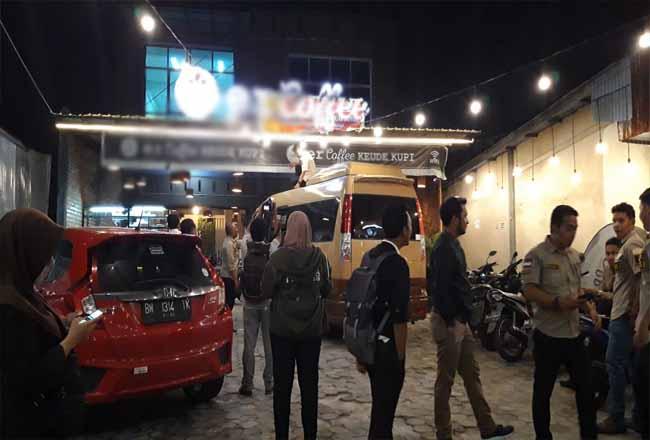 """Tim Bapenda Kota Pekanbaru melakukan """"razia"""" ke tempat usaha. Sasarannya penunggak pajak restoran."""