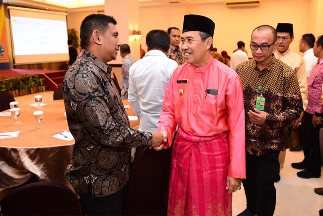 Gubri H Syamsuar hadiri Pembukaan Acara Sinergi Peran Laboratorium dalam mendukung early warning system bencana lingkungan, di Hotel Grand Jatra Pekanbaru. FOTO: Humas