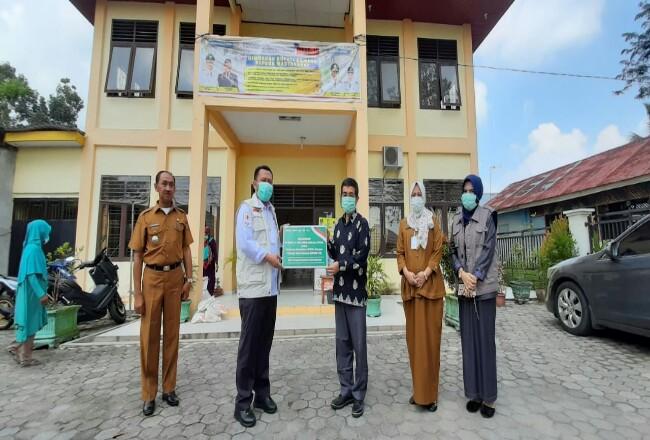 Penyerahan APD ke Pemkab Kampar.