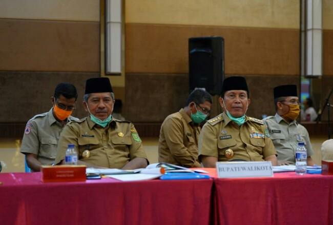 Bupati Sukiman, hadiri Rakor Penanggulangan Karhutla bersma Gubri, Bupati/Walikota se Riau dan pejabat lainnya se Rohul, di Pekanbaru.