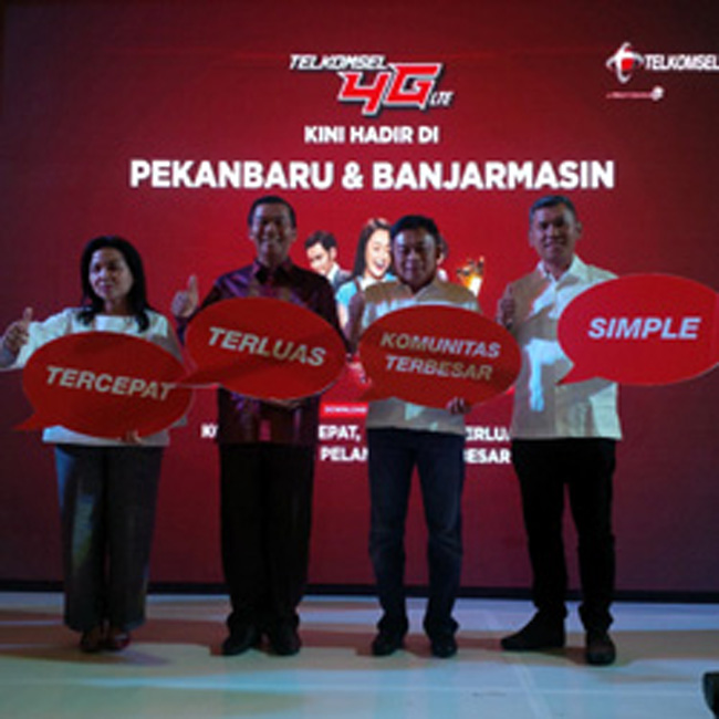 Walikota Pekanbaru, Firdaus, MT, MT (2 kiri) bersama Direktur Utama 