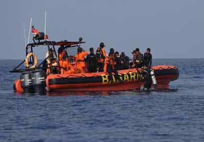 Pencarian dan evakuasi penumpang Lion Air di Perairan Karawang.