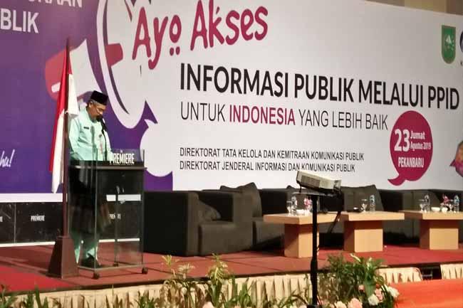 Kepala Dinas Kominfotik Riau Yogi Getri beri sambutan dalam Forum Keterbukaan Informasi Publik