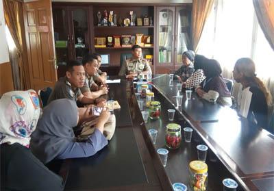 PKL Jalan Kopi Datangi Kantor Satpol PP Kota Pekanbaru