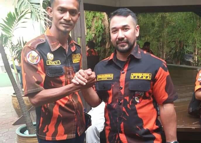 Ketua SAPMA PP Kepulauan Meranti, Boby Iskandar, sebelah kiri.