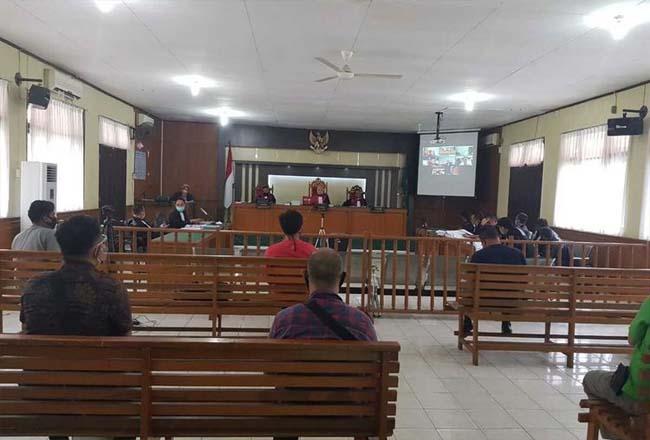 Sidang kasus korupsi dengan terdakwa Bupati Bengkalis non aktif Amril Mukminin di Pengadilan Tipikor Pekanbaru, Riau, Kamis (22/10/2020). Foto: Kompas