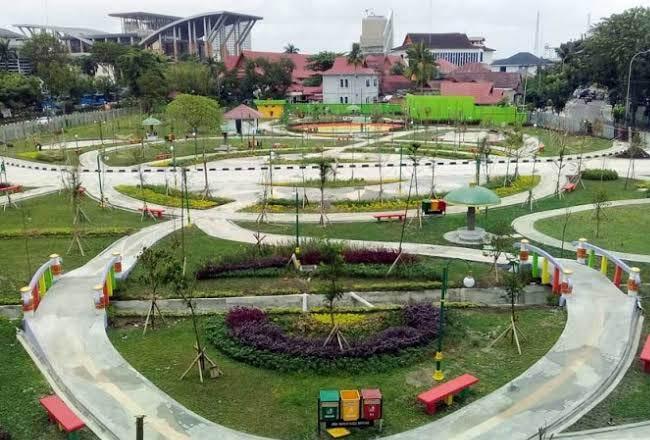 Ruang Terbuka Hijau (RTH) Putri Kaca Mayang Kota Pekanbaru.