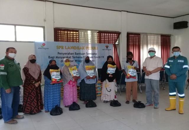 Manajemen SPR Langgak bagikan sembako ke warga kurang mampu di Kecamatan Tandun, juga anjangsana ke Panti Asuhan di Kecamatan Ujung Batu.