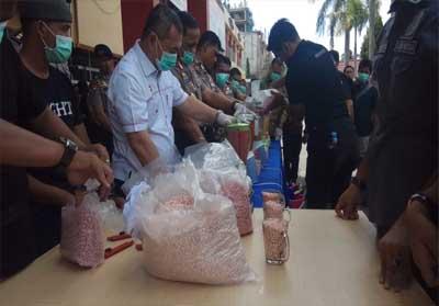 Pemusnahan barang bukti Narkoba di Mapolda Riau.
