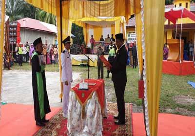 Wakil Bupati Rokan Hilir, Drs H Jamiludin melantik pejabat Penghulu Labuhan Papan.