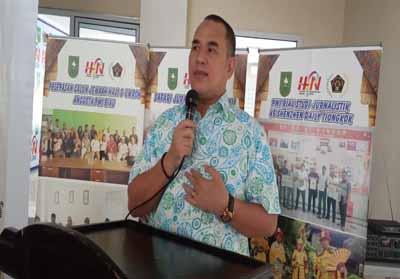 Ketua PWI Riau Zulmansyah Sekedang