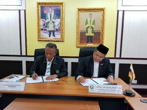 Suasana penandatanganan MoU UIR dan UNISSA di Brunei Darussalam, Sabtu petang (13/7).