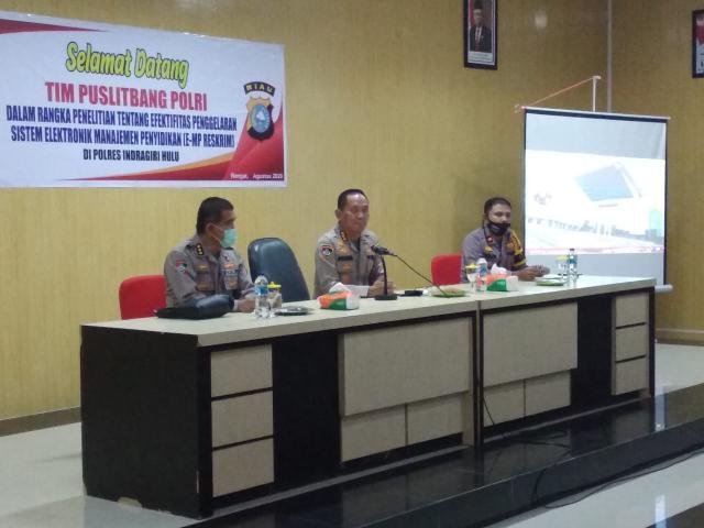 Tapi tim Puslitbang Polri ini melakukan penelitian dan evaluasi tentang efektivitas pergelaran sistem Elektronik Manajemen Penyidikan (e-MP) Reserse Kriminal (Reskrim) dalam mewujudkan pelayanan prima Polri diwilayah Polres lnhu.