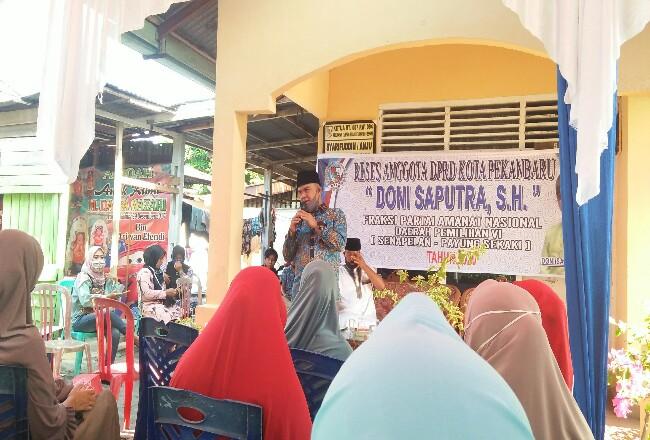 Anggota DPRD Pekanbaru Doni Saputra menerima aspirasi warga dalam agenda reses.