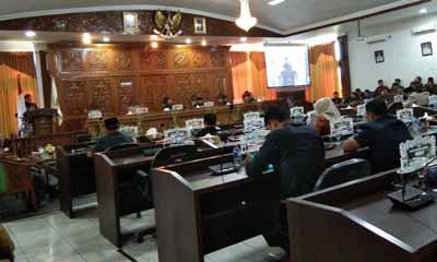 Wabup Kuansing H Halim sampaikan jawaban pemerintah terhadap pandangan umum fraksi-fraksi di DPRD.