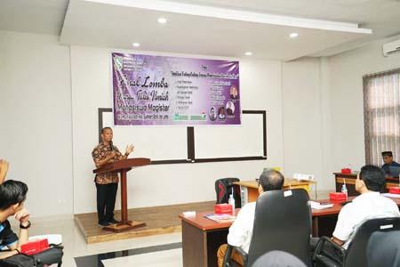 Rektor UIR Prof Syafrinaldi membuka Lomba Karya Tulis Ilmiah Mahasiswa Magister yang ditaja Prodi Ilmu Pemerimtahan Pascasarjana UIR.