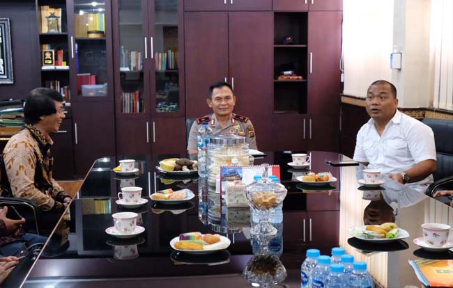 Pertemuan Kak Seto dengan Wakapolda Riau Brigjen Pol Drs Sutrisno Yudi Hermawan.
