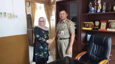 Anggota DPRD Riau Ade Hartati dan Kepala Satpol PP Kota Pekanbaru Agus Pramono.