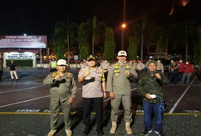 Satpol PP Riau dan Polda Riau patroli bersama.