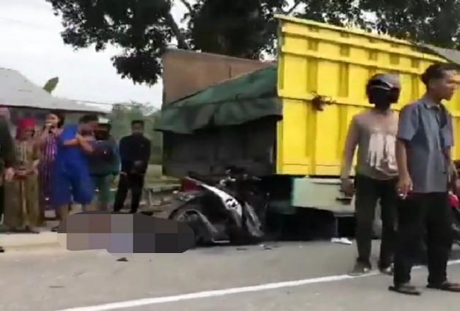 Kecelakaan yang mengakibatkan pengendara motor tewas.