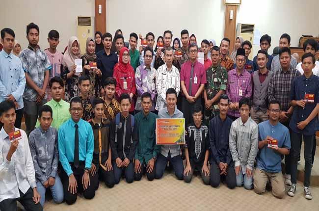 Serah terima CSR Bank Riau Kepri berupa Biaya Pendidikan untuk 29 Calon Mahasiswa Provinsi Riau dari Aliansi YAPARI), Kamis (10/10/2019).