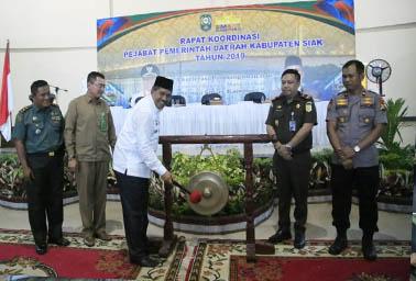 Bupati Siak Alfedri saat membuka secara resmi rapat Koordinasi Pejabat Pemerintah Daerah Kabupaten Siak tahun 2019.