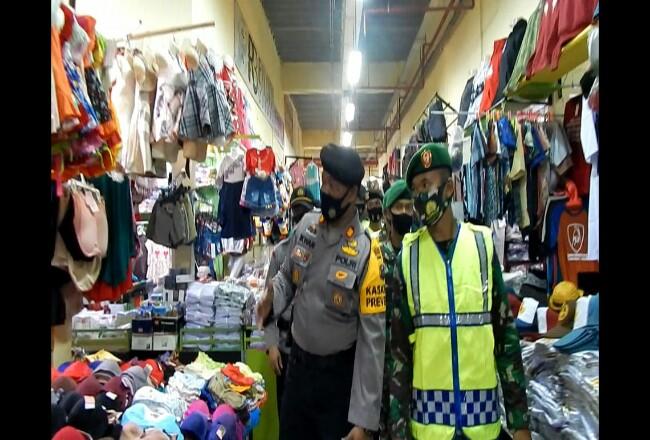 Tim Pemburu Teking Covid-19 Kabupaten Kampar melakukan operasi pedisiplinan Protokol Kesehatan di Plaza Bangkinang, Selasa (22/9/2020) pagi. Foto: Riaupos